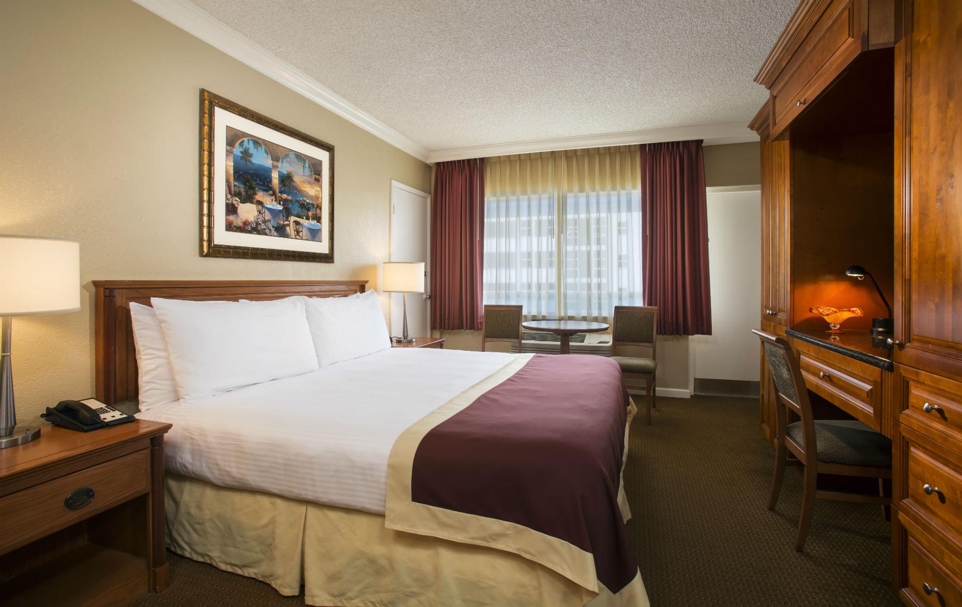 Chambre standard avec très grand lit