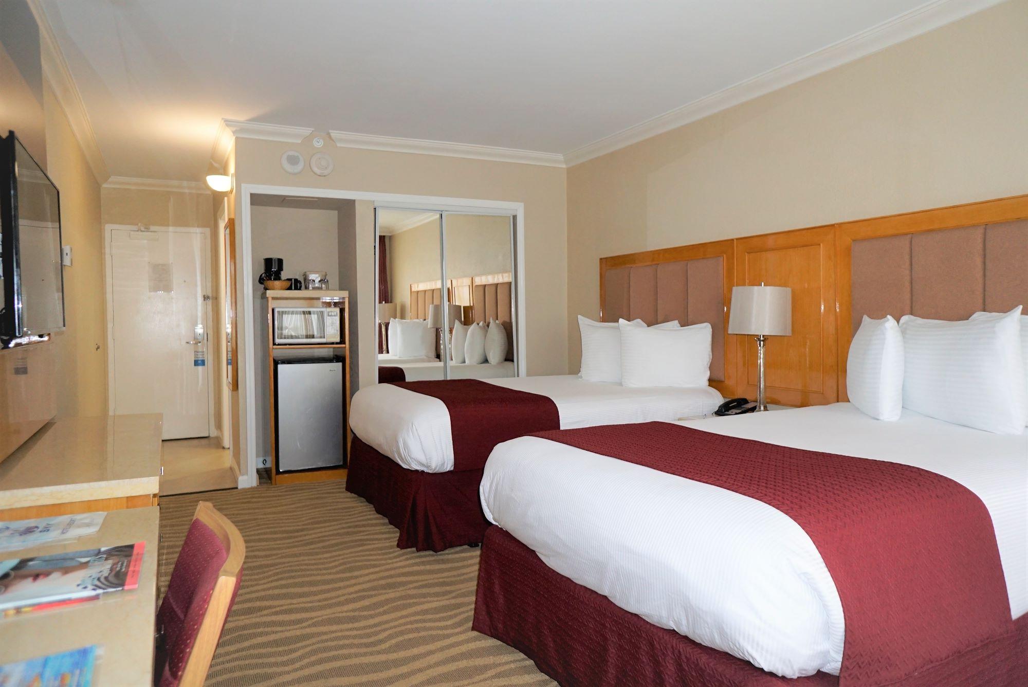 chambre standard avec deux lits doubles